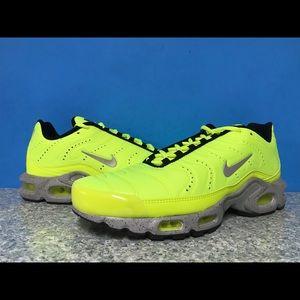 Nike Air Max Plus Volt Wolf Grey